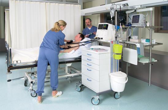 euromoduul crashcar met modellen in ziekenhuis