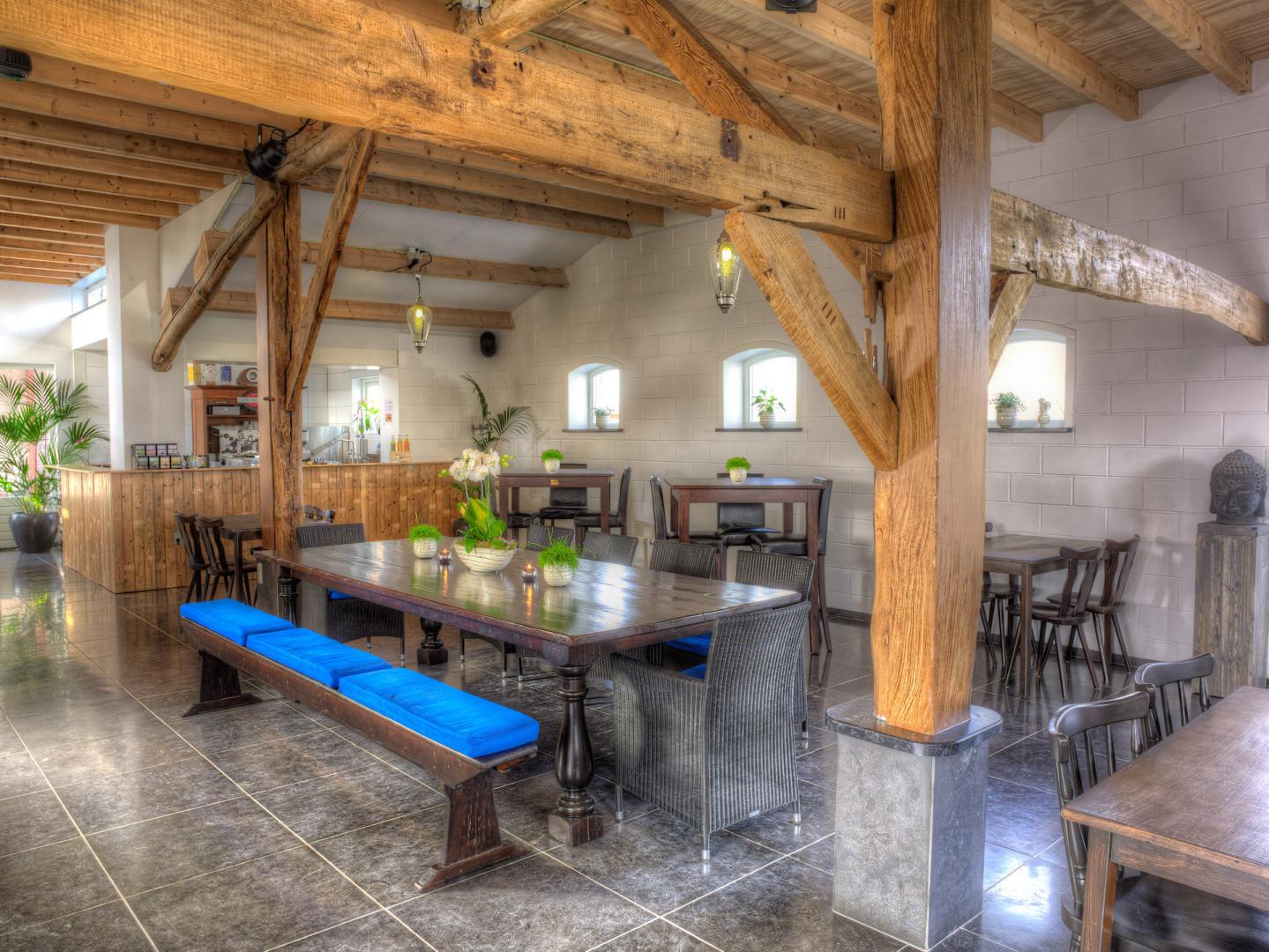 Puur Indigo,Bed&Breakfast Galder, is een nieuwetijdscentrum met een kristaladviescentrum, een heerlijke lichte, ruime praktijkruimte en een prettige Indigokamer die oneindig veel mogelijkheden biedt. Bij mooi weer kunt u neerstrijken op het fijne terras naast de oude bomen. Puur Indigo is de plek om de lekkerste warme choco of verfijnde thee te drinken, maar iets anders kan natuurlijk ook. Puur Indigo ligt in het landelijke gebied De Balleman, net onder Breda, tegen de grens met België. Het centrum is gevestigd in een gerenoveerde boerenschuur die een ontspannen sfeer uitstraalt. Een uitnodigende locatie, of u nu in uw eentje voor een kop thee komt of een workshop organiseert voor een hele groep.  Petrula en Herwig Jansen zorgen voor een aangename sfeer, waardoor u graag weer terug komt voor een drankje, een massage of voor een cadeautje dat u met liefde geeft. Puur Indigo brengt u op ideeën.